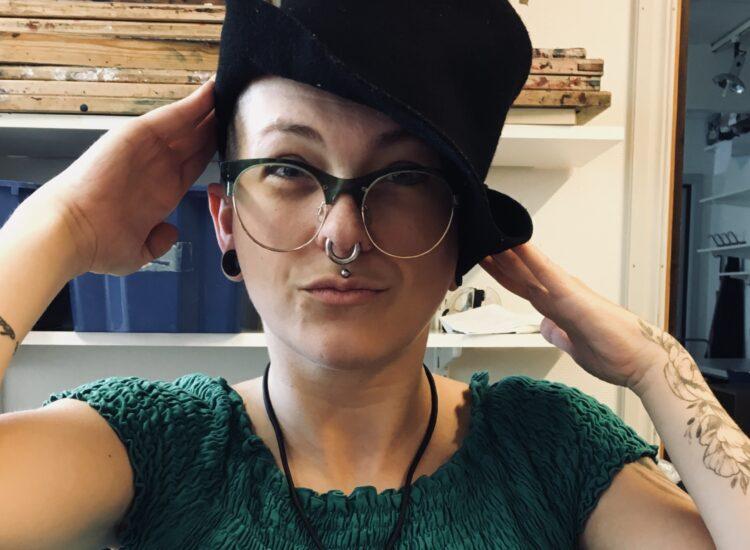 Frida i hatt