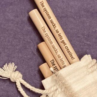 Bambusugrör med gravyr