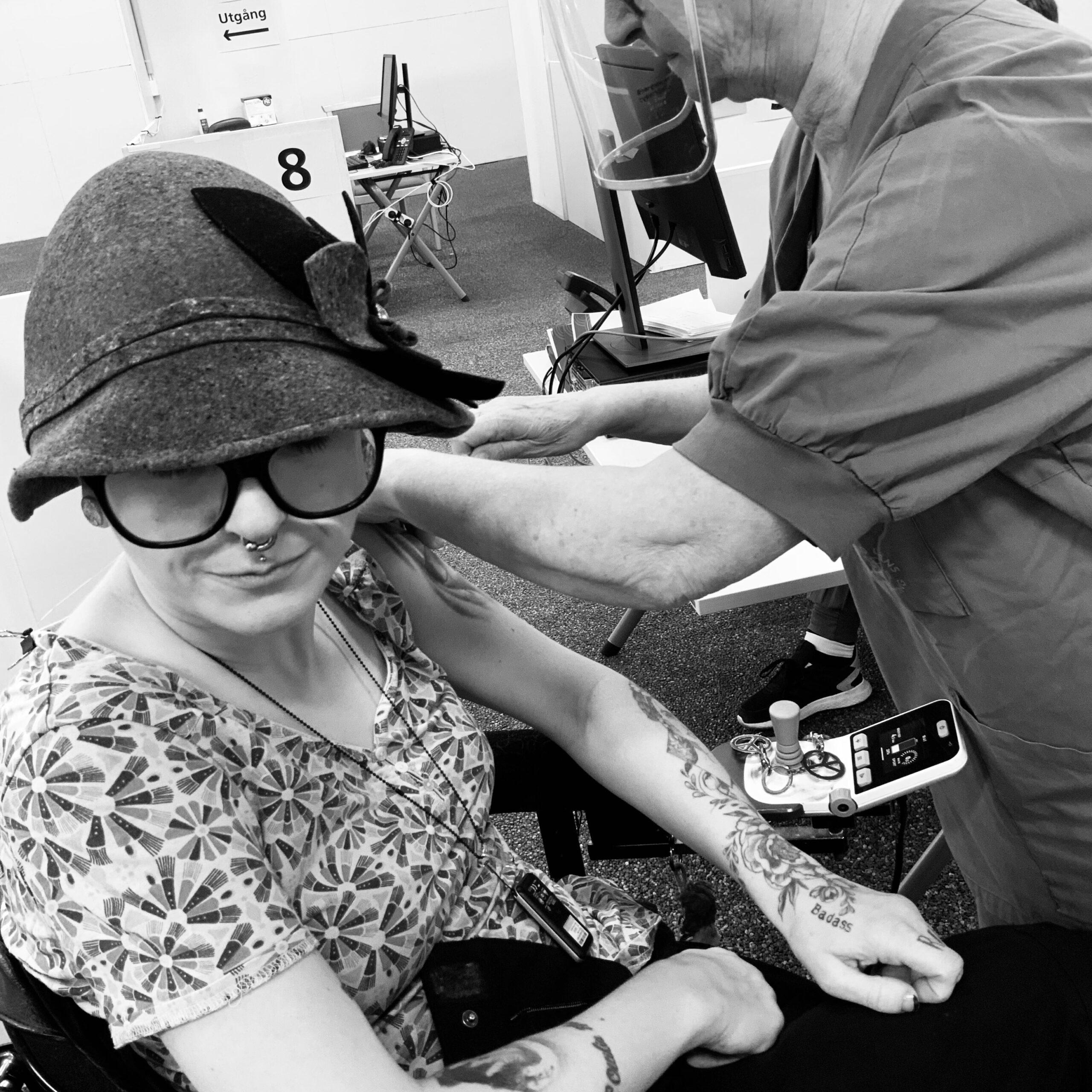 Frida blir vaccinerad